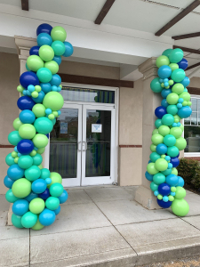 Organic balloon garland columns
