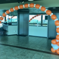 Linked balloons arch
