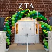 Zephyr Exterior Emerald Balloon Arch